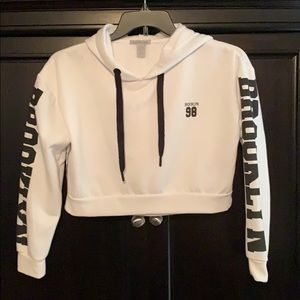 White cropped hoodie ☀️